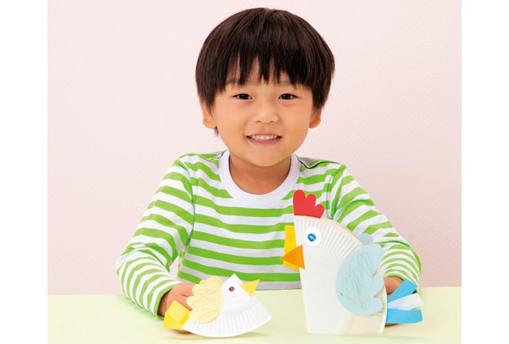 1枚の紙皿が2羽のとりに変身!「とりの親子」